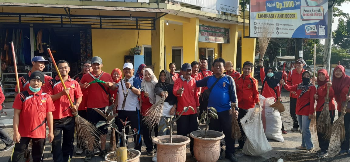 Kerja bhakti dalam rangka World Clean Up Day